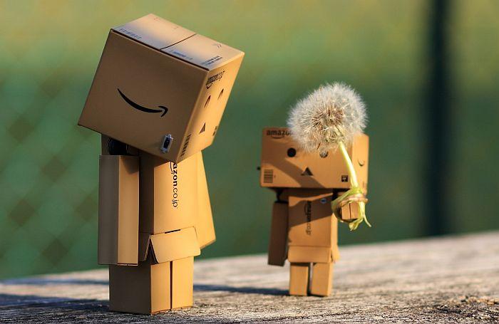Tận dụng bìa giấy cứng để làm Robot Danbo ngộ nghĩnh xinh xắn